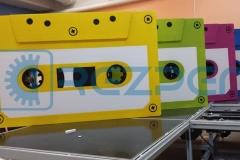 Фигуры аудиокассет из пенопласта