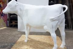 Большая фигура коровы