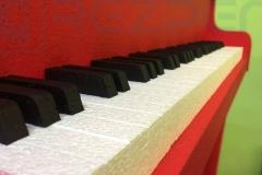 Музыкальный инструмент из пенопласта