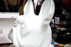 большая скульптура французского бульдога