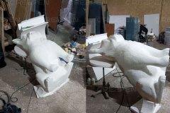 Большая скульптура бульдога