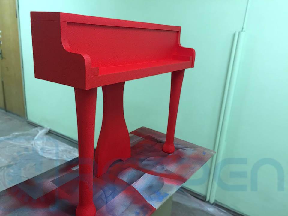 покраска декоративного пианино из пенопласта