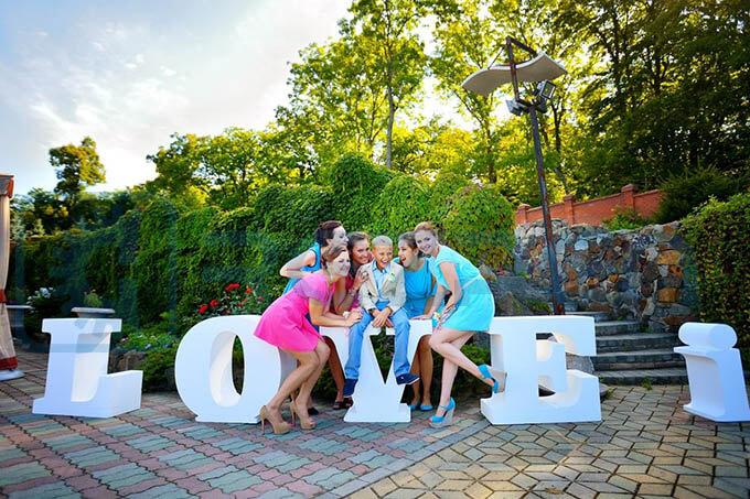 буквы love is на свадьбу